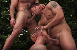 Compilatie porno cu gay care se fut in grup