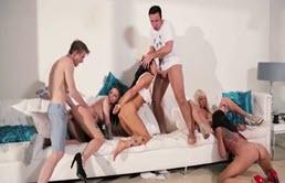 Sex in grup cu niste tarfe excitate