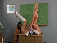 Perversiuni anale cu 3 pizde lesbiene ce se fut in clasa la scoala