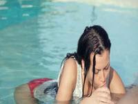 Sex oral in piscina