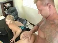 Tatuat musculos cu pula mare fute o blonda