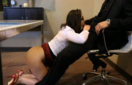 Are fetish sa faca sex la birou, sa se futa si sa suga