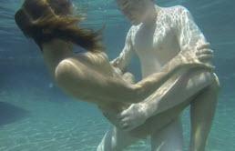 Limbi in pizda in piscina, futai si sex dur