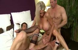 Sex in grup la hotel cu doua tarfe blonde