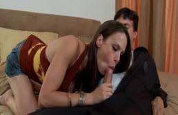 Sotie tinerica se fute cu amantul instalator chiar in patul matrimonial