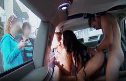 Sex in trei in limuzina