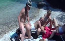 Sex in grup pe plaja