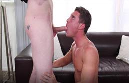 Masturbare si muie cu doi gay